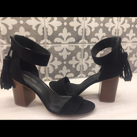 8e909a3800f Black Suedette Tassel Drop Block Heel Sandals-NEW.  M 5b290710c9bf50c394cef5f2